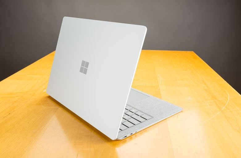 Microsoft Surface Laptop vs Surface Book 2